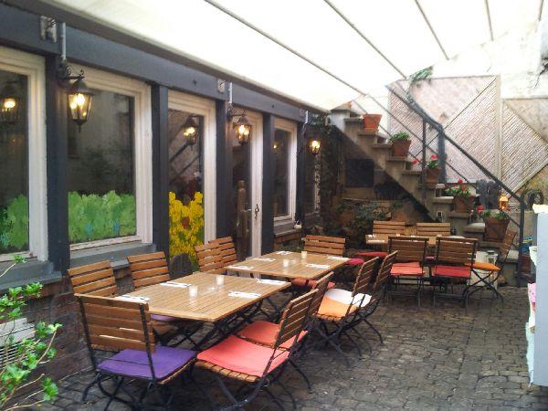 Bild vom Innenhof der Weinstube Fröhlich